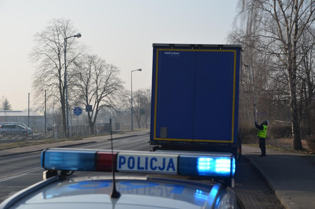 policjanci-lusterko-2