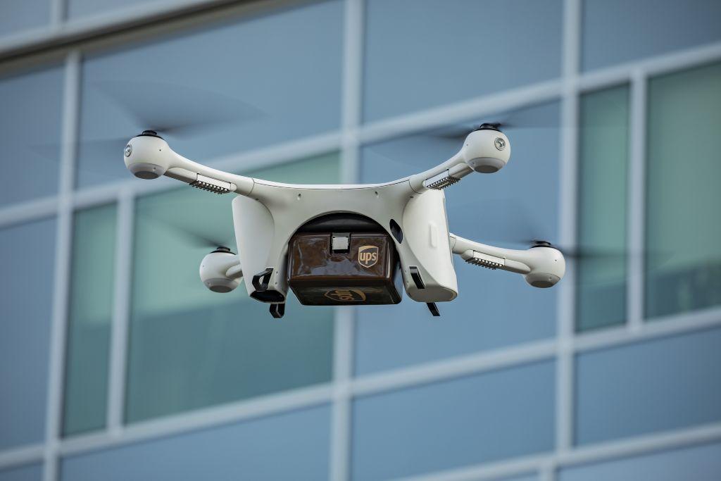 dron-przesylki-kurierskie-1